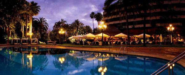 B_173_panorama_piscina_noche
