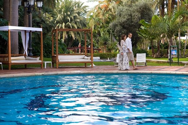 B_173_piscina_con_jardinespool_with_gardens